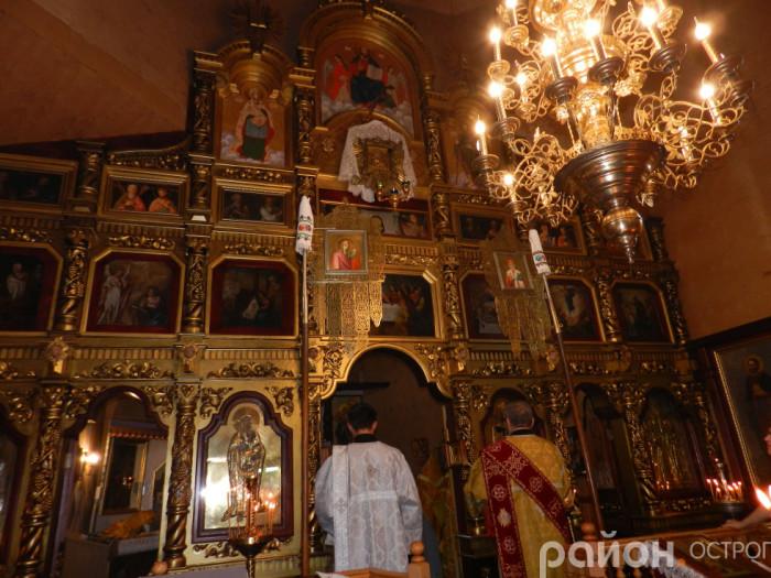 Царські врата - оновлений іконостас у розвазькій церкві