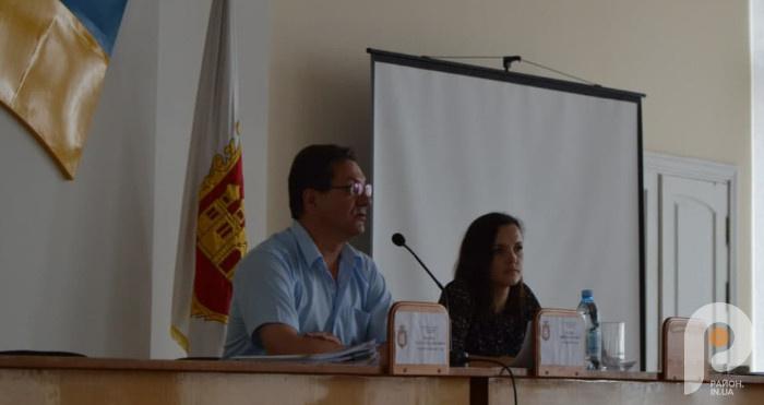 На засіданні виконкому розглянули питання прокладання інтернету у села Острозької ТГ