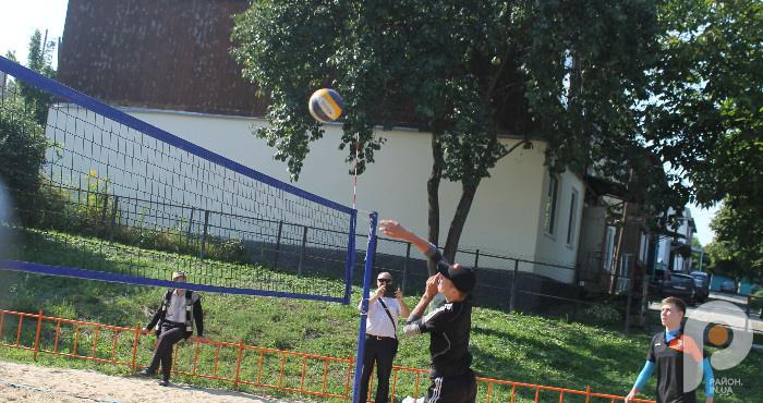 В Острозі до Дня фізичної культури змагалися шахісти і волейболісти. ФОТО