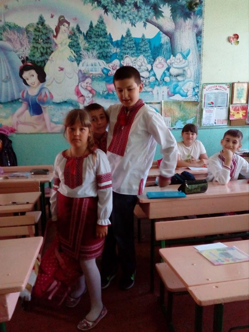 Школярі Грозівської ЗОШ відзначили День вишиванки
