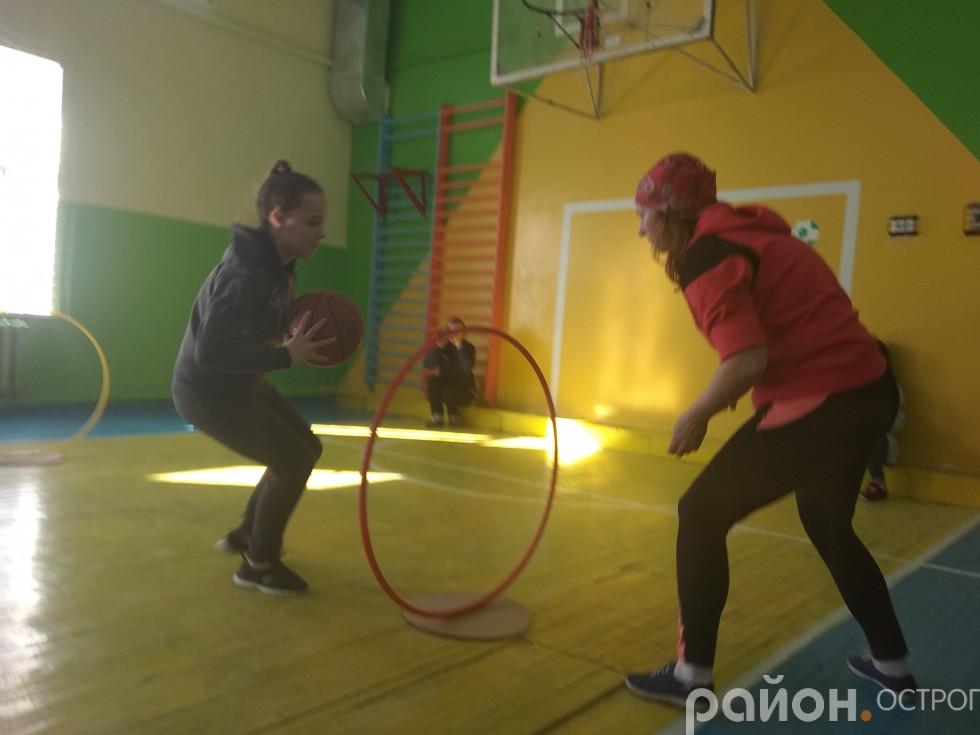 Парна естафета з передаванням баскетбольного м'яча