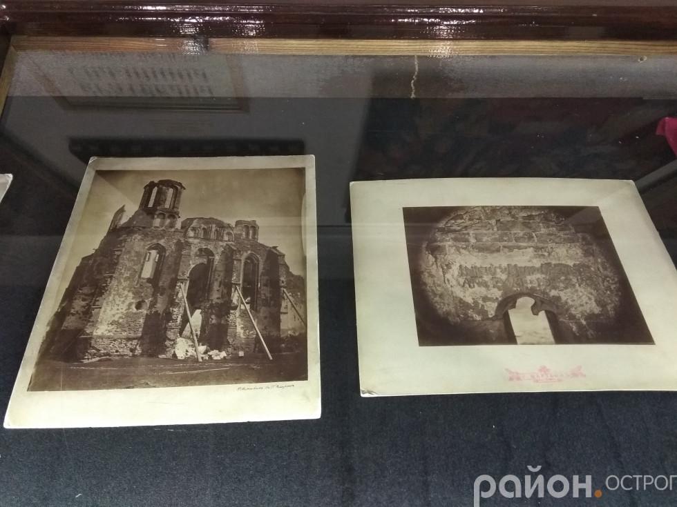 Виставка доповнена старими світлинами Острога