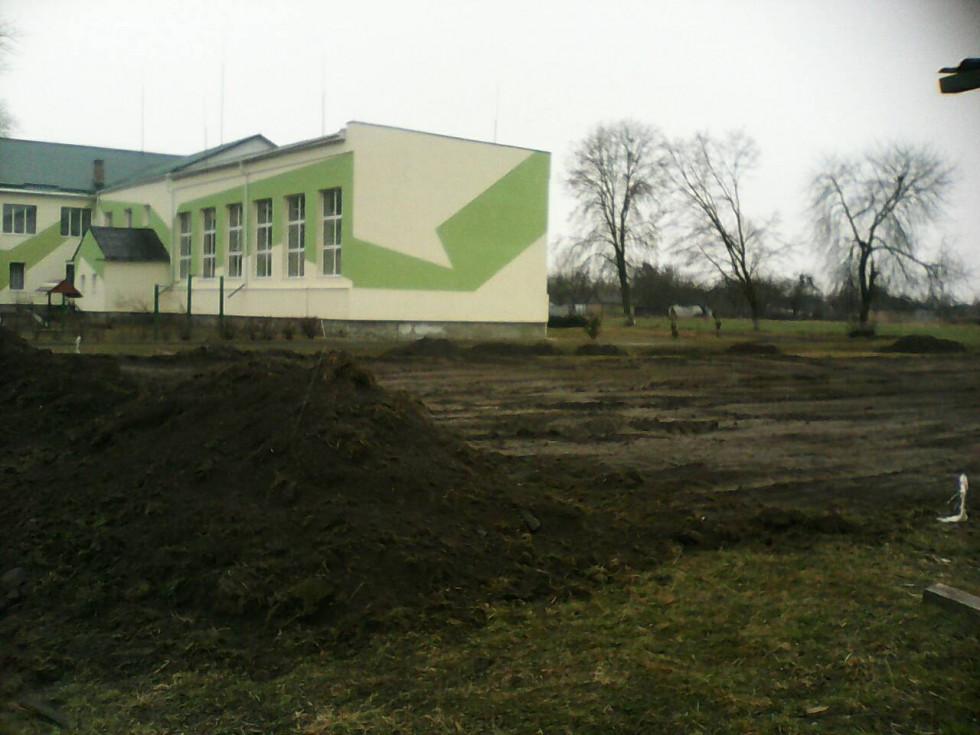 Футбольне поле зі штучним покриттям буде поблизу школи