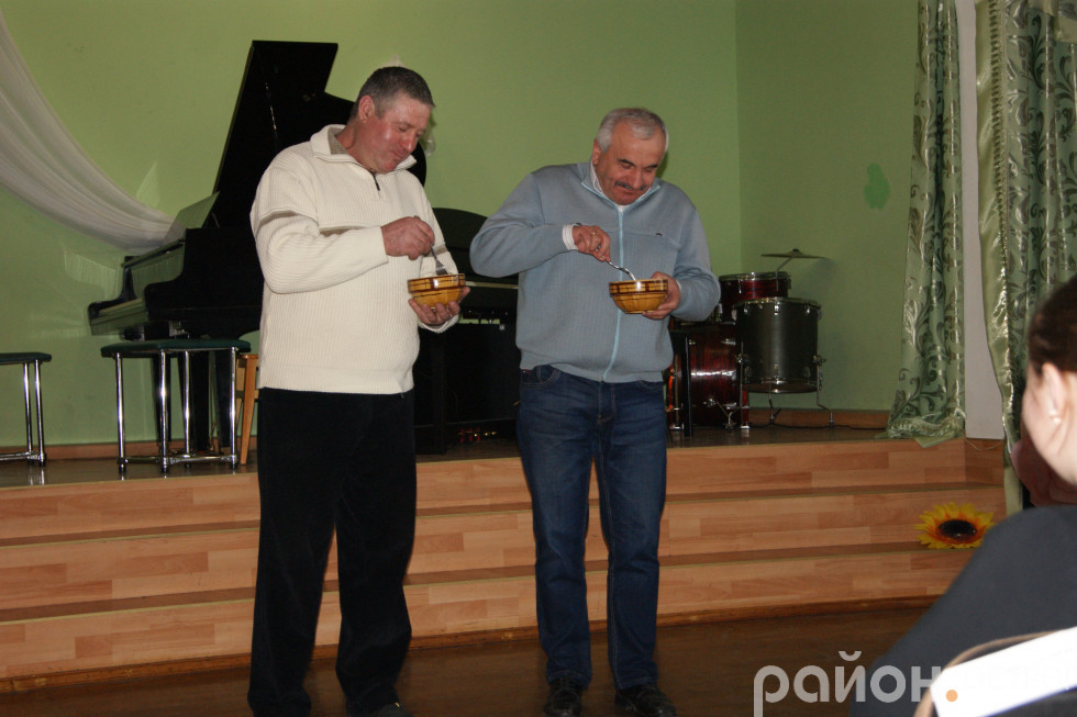 Конкурс на швидкісне поїдання вареників