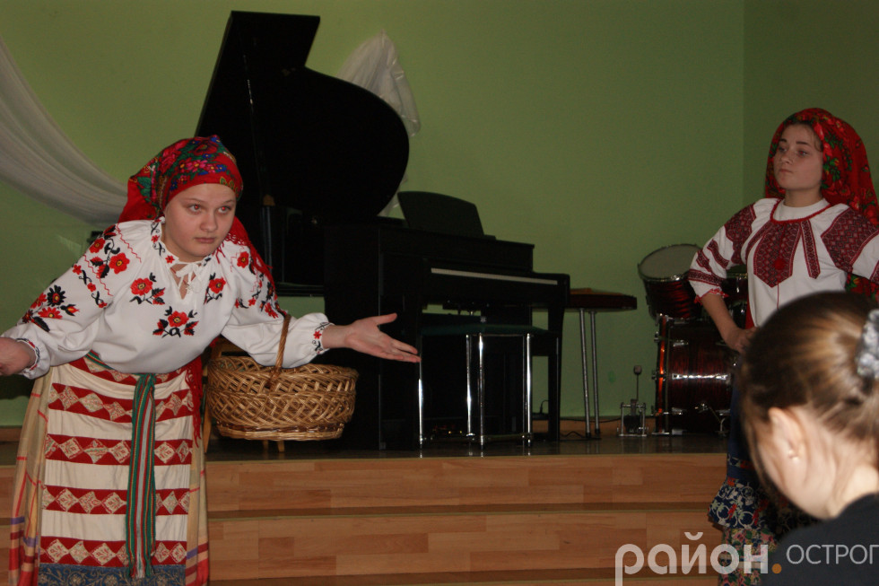 Палажка й Параска у виконанні Анастасії Майор і Катерини Шумбарської