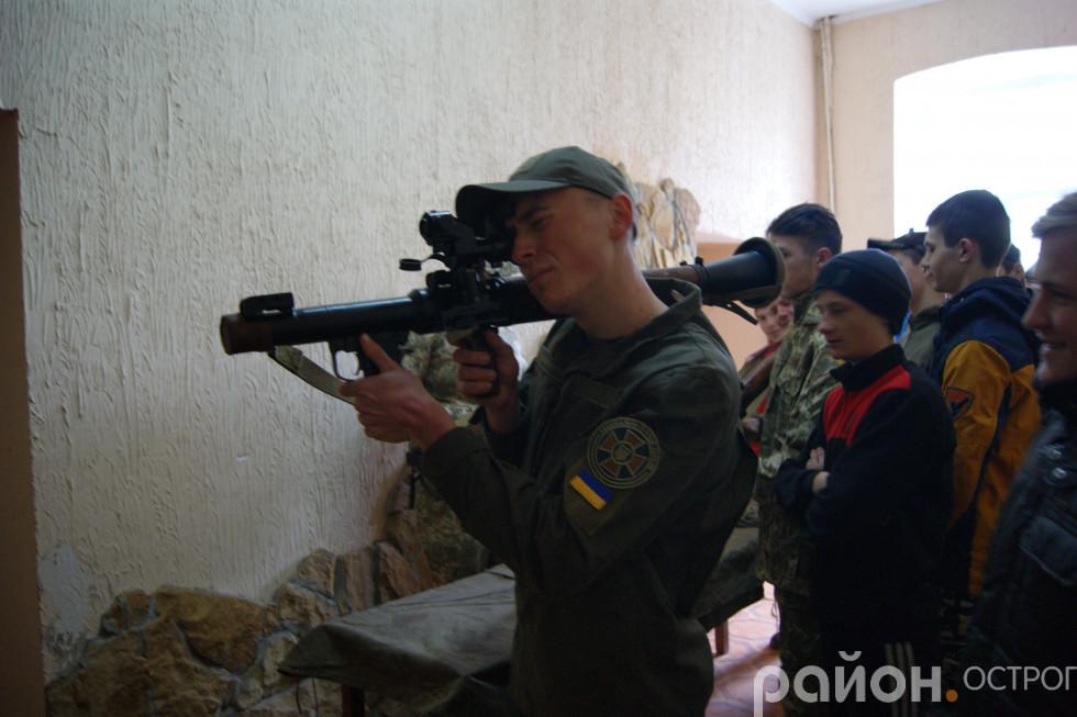 Знайомство з бойовою зброєю