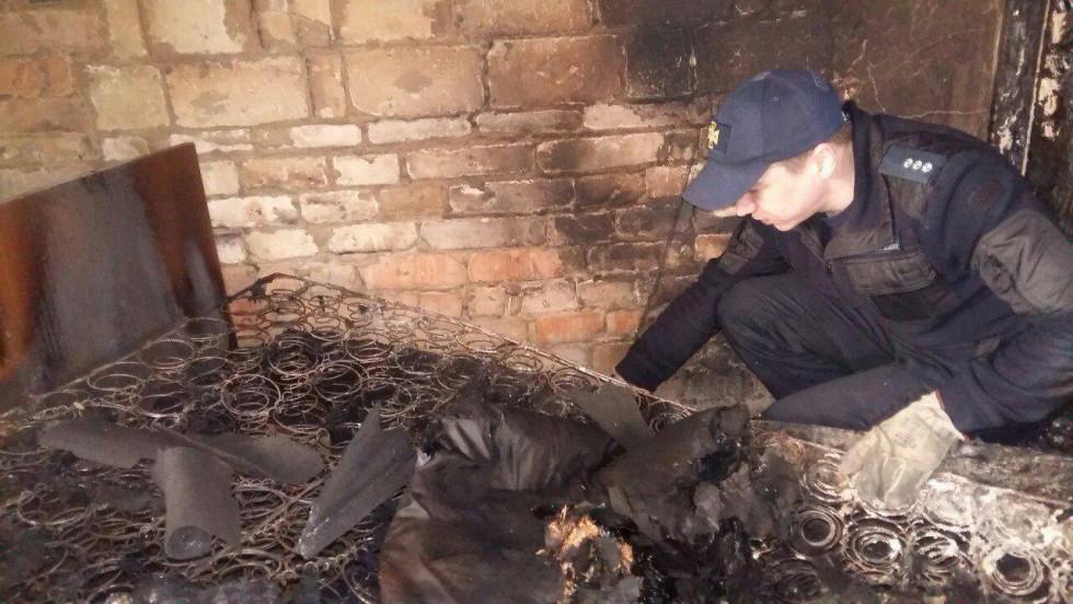 Унаслідок пожежі згоріло ліжко