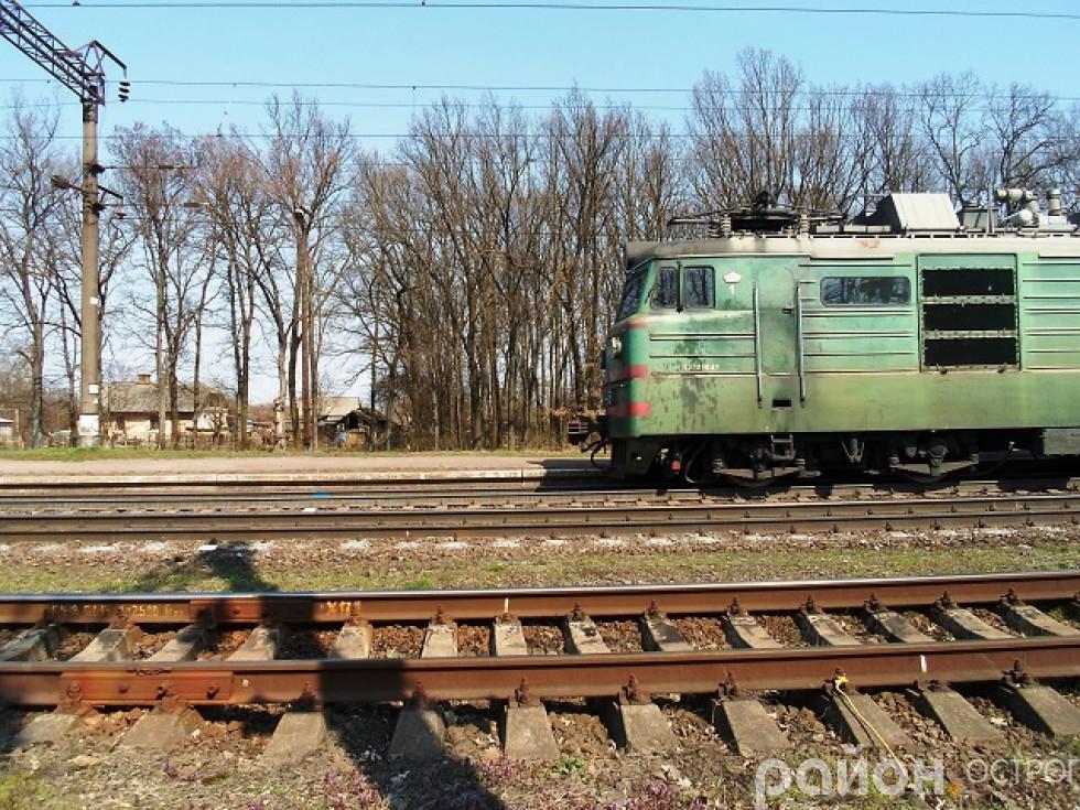 Локомотив під'їздить до станції