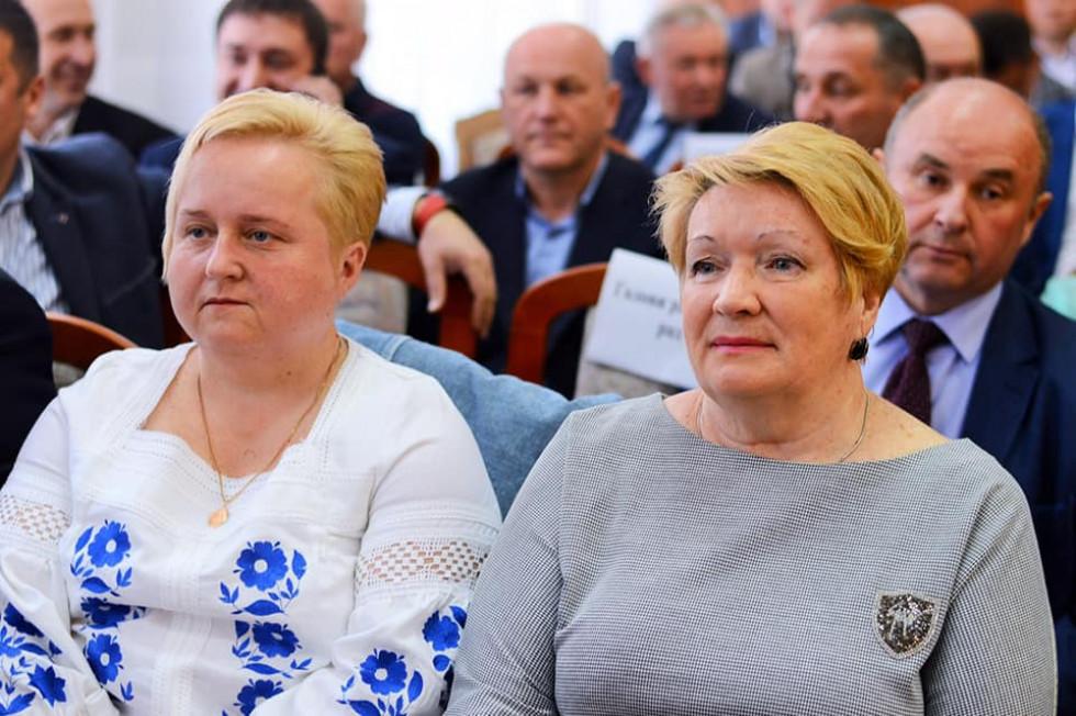 Неля Хімін ліворуч