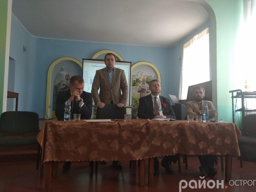 Виступає Віталій Ундір