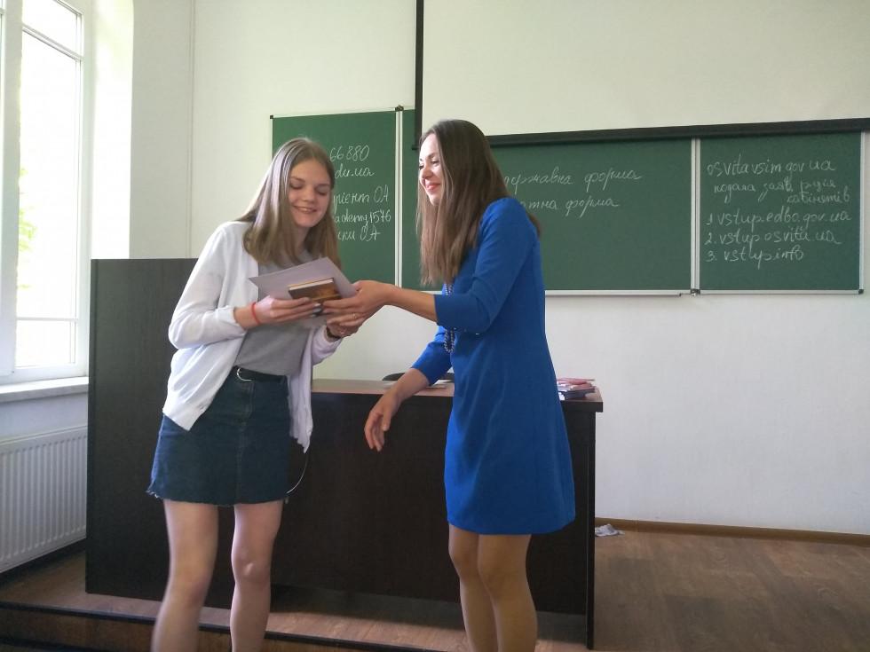 Нагороду отримує Галина Мартинюк