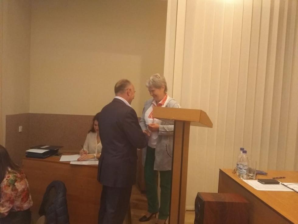 Вручення атрибутів депутата міськради