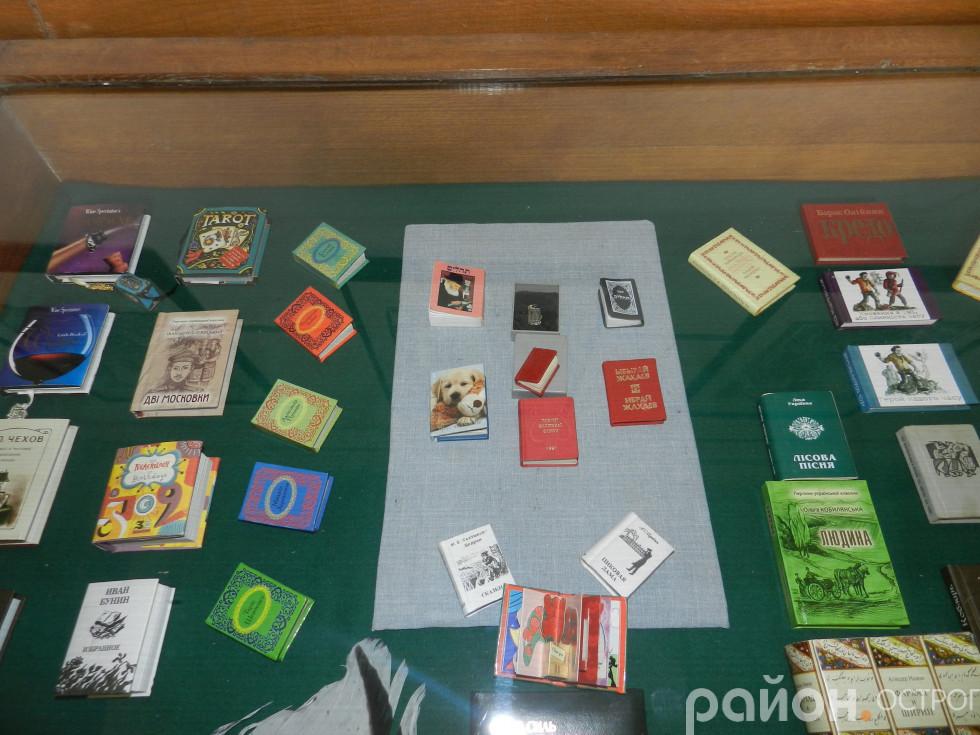 Колекція книжок-мініатюр у Музеї книги й друкарства Острога