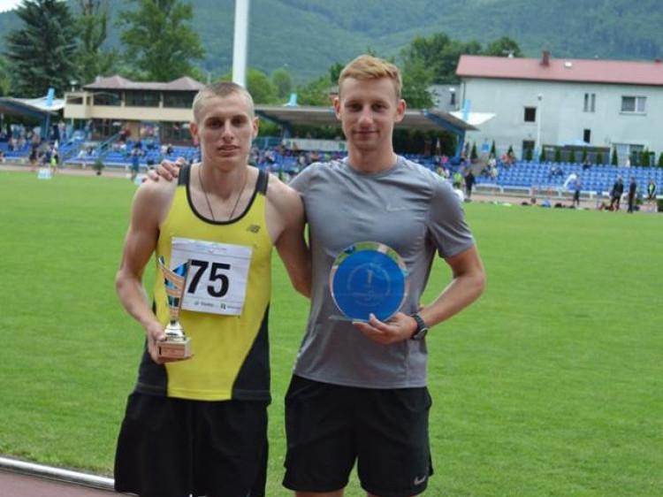 Олександр Чернявка ліворуч