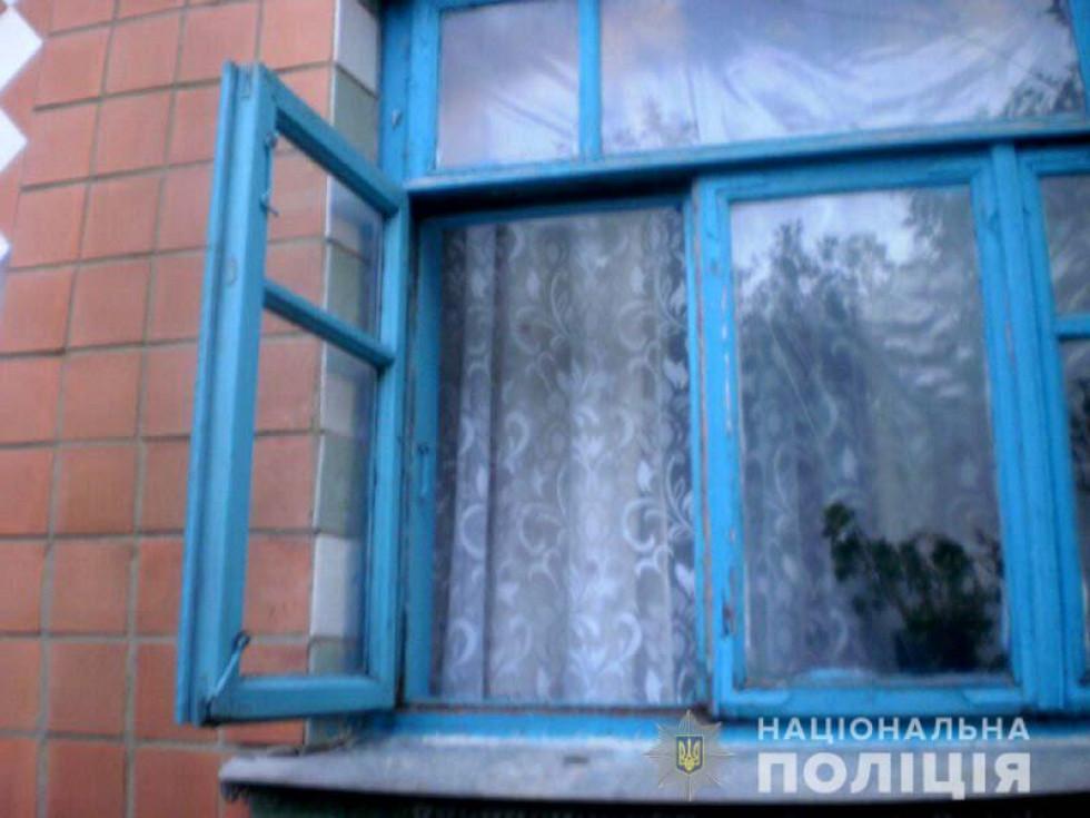 неповнолітній зловмисник проник у дім через вікно