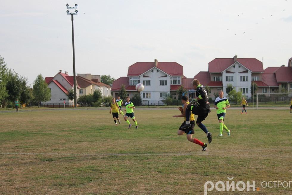 Андрій Ліпич грає у стрибку