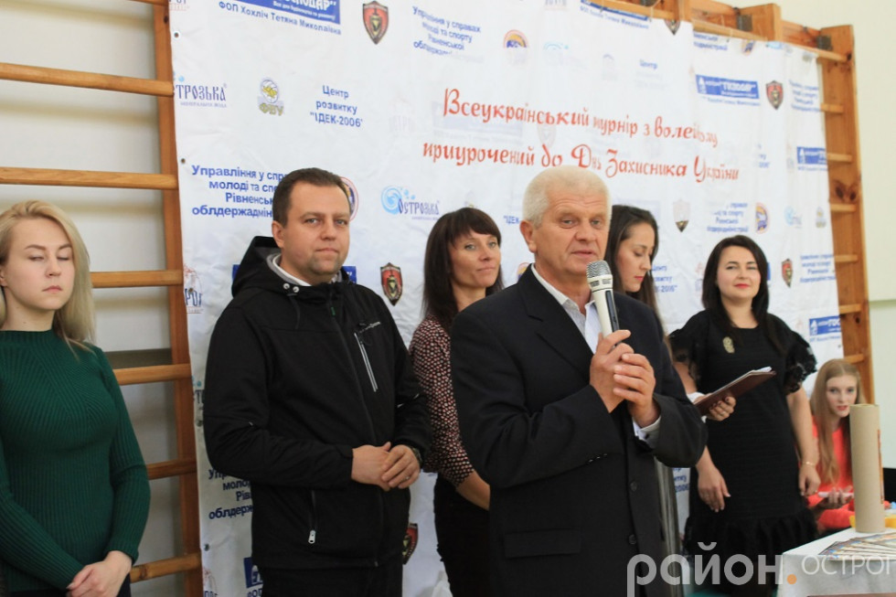 Перед мікрофоном Олександр Шикер