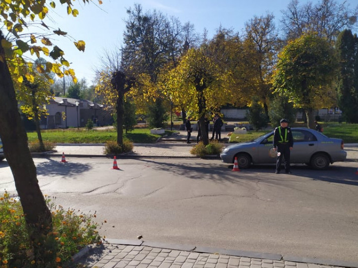 В Острозі на «зебрі» авто збило жінку