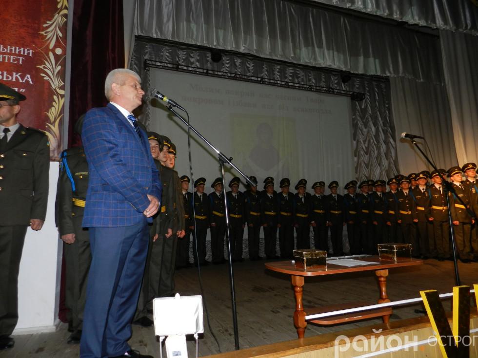 Перед мікрофоном міський голова Олександр Шикер