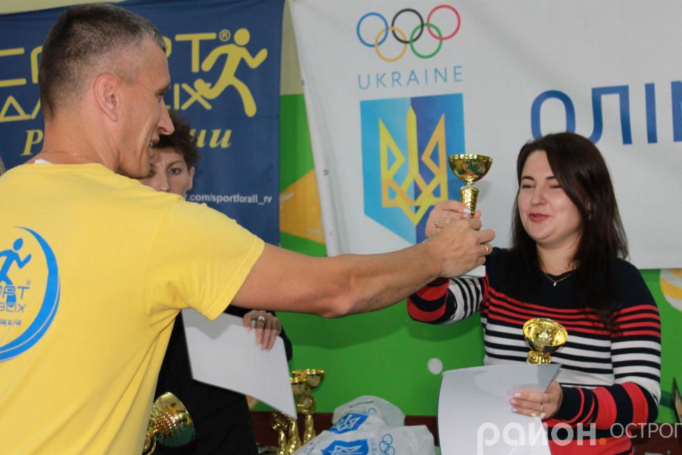 Ольга Стецюк отримує відзнаки