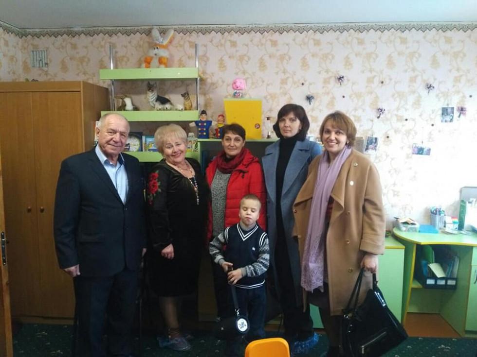 Разом зі Сергійком, якому громада збирала гроші