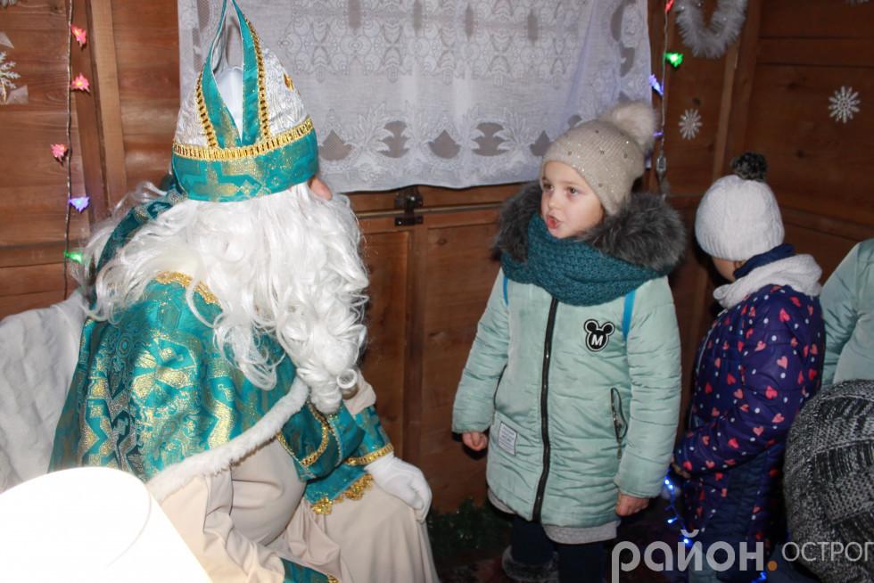 У резиденції Святого Миколая