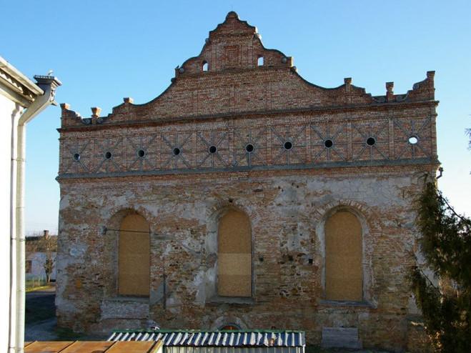 Відновлення синагоги в Острозі триває