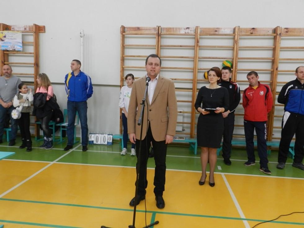 Віталій Ундір вітає учасників турніру з Волейболу