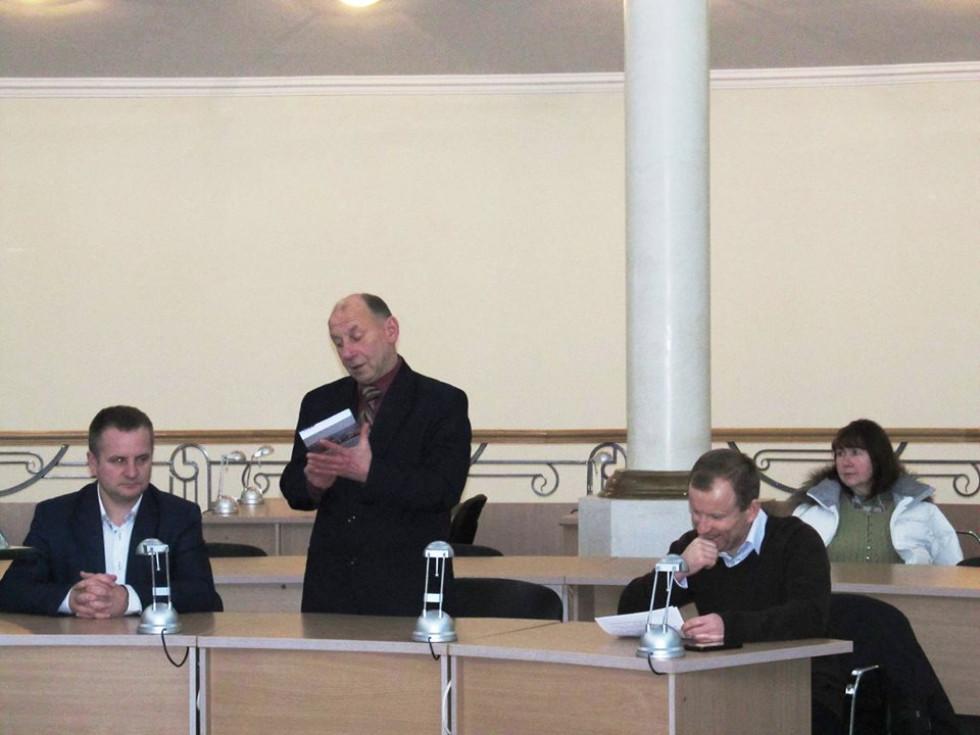 Розпочав захід завідувач кафедри історії НаУОА, доктор історичних наук, професор Володимир Трофимович.