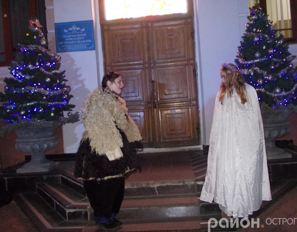 Ангел і чортик - традиційні супутники Святого Миколая