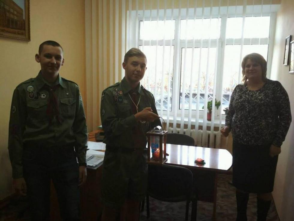 Острозькі пластуни передали вогонь директору Острозької ЗОШ №1