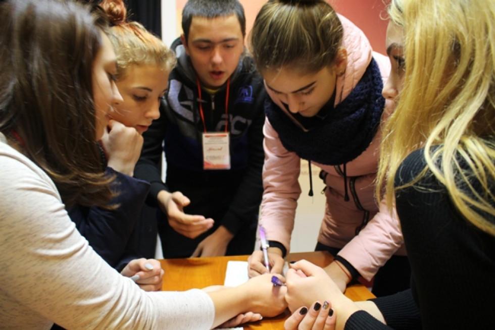 Школу громадської активності реалізували на базі НУ «Острозька академія» за участю найбільш мотивованих старшокласників.