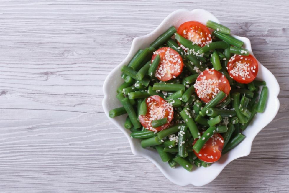 Теплий салат з спаржею