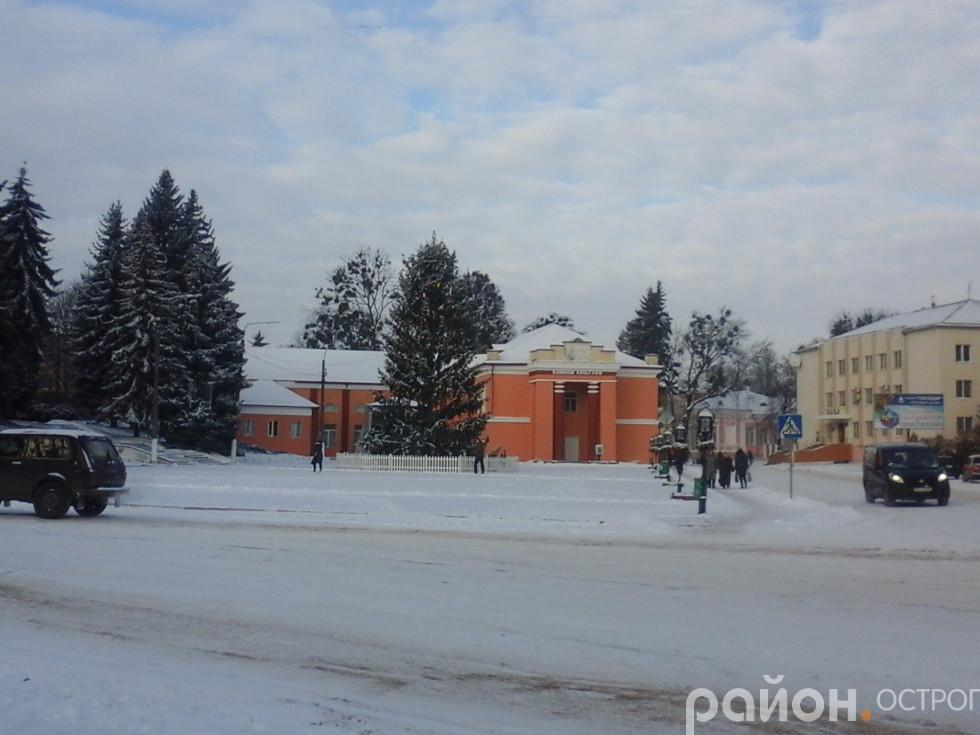 Майдан Свободи й новорічна ялинка