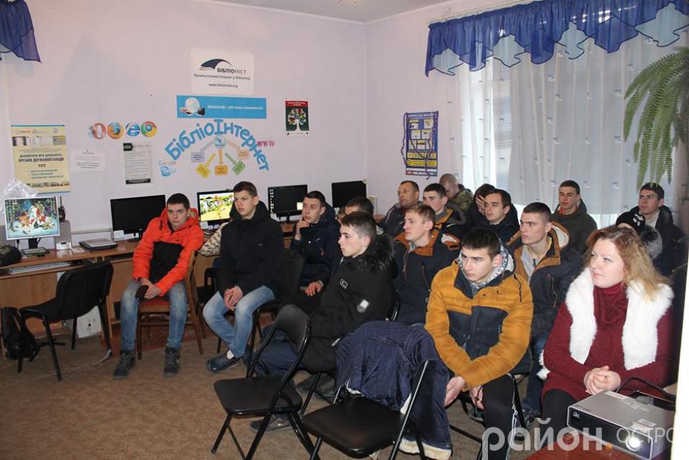 В приміщенні Острозької центральної районної бібліотеки відбувся захід, присвяченій сторіччю проголошення незалежності УНР та 99 – річниці Дня Соборності України.