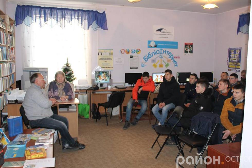 Микола Бендюк розповів учням про важку боротьбу українців за власну самостійну й незалежну державу в XX столітті.