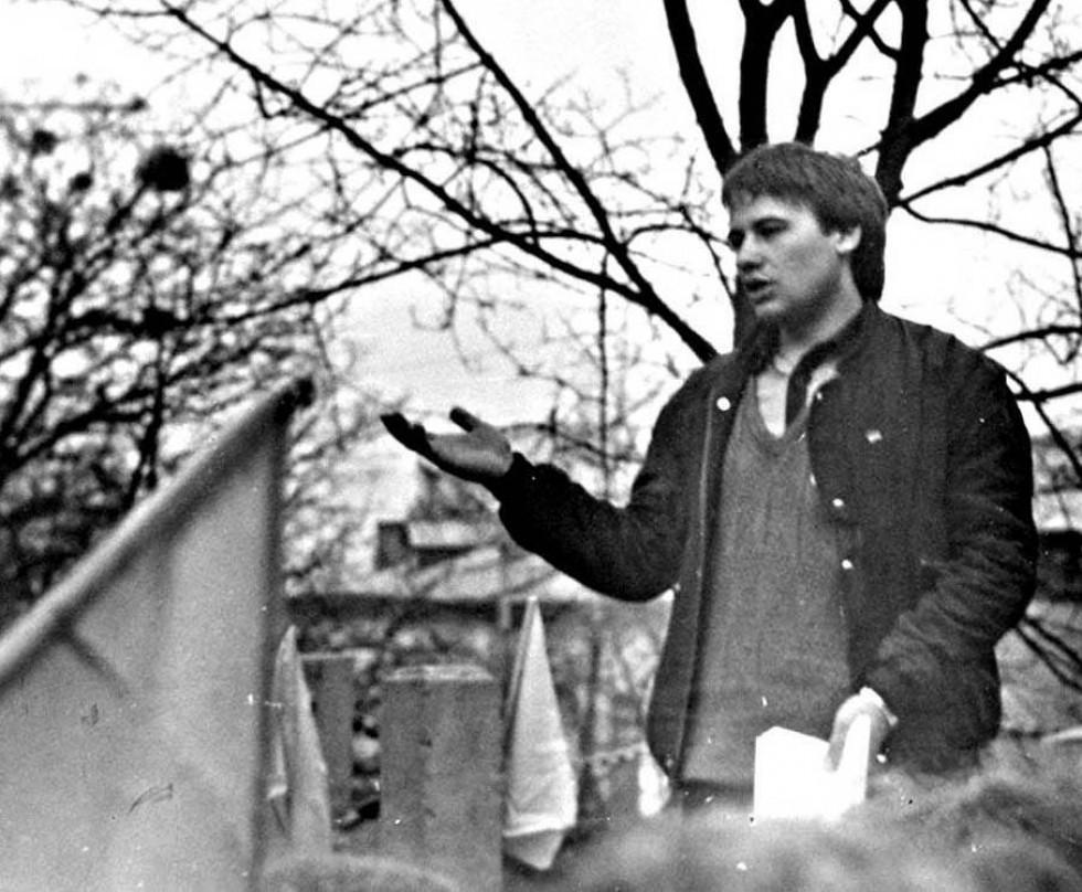 Микола Бендюк виступ на мітингу 1990 рік (Фото із архіву М. Бендюка)