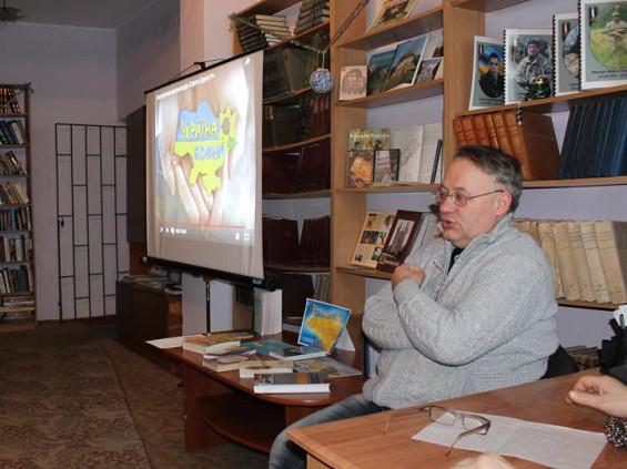 Микола Бендюк на зустрічі з  з учнями Острозького ВПУ-28