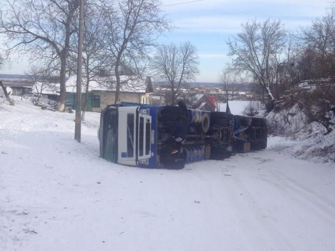 Красногірська: на об`їзній перекинулася вантажівка