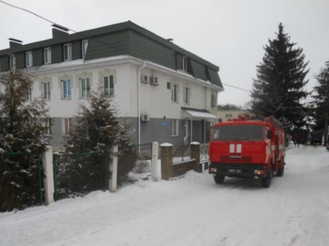 Рятувальники перевірили стан протипожежної безпеки в Острозькому пологовому будинку