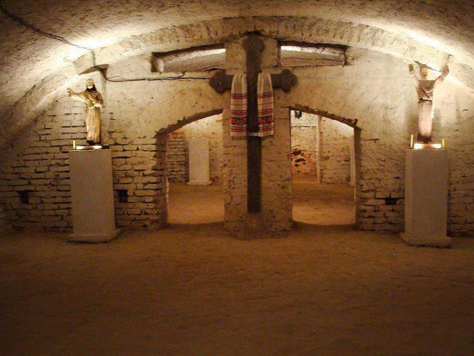 Острозькі підземелля потрапили до топ 15 таємничих підземель України