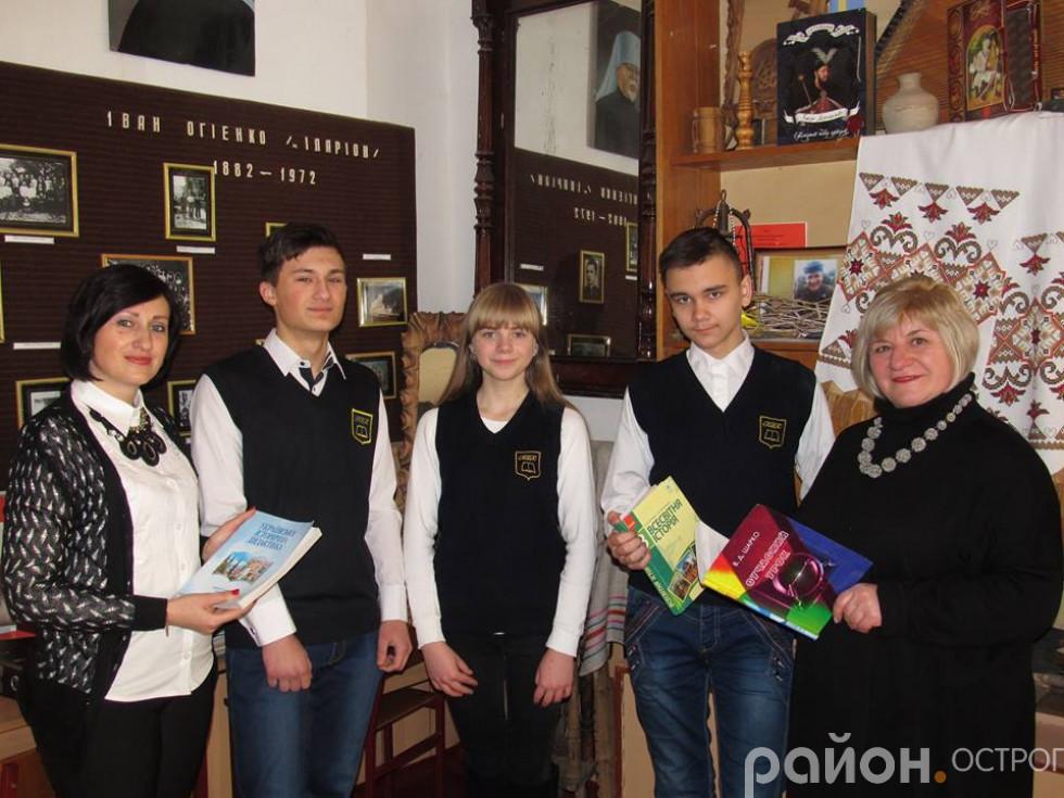 По центру Анна Лавренюк