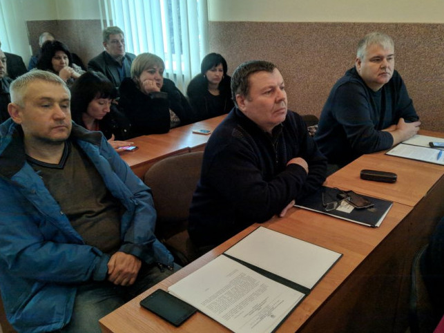 Микола Скороход по центру