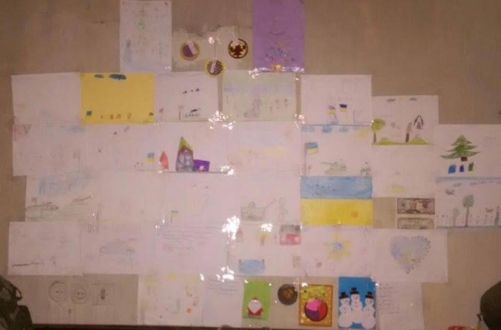 Солдати облаштували стенд із листами й малюнками дітей