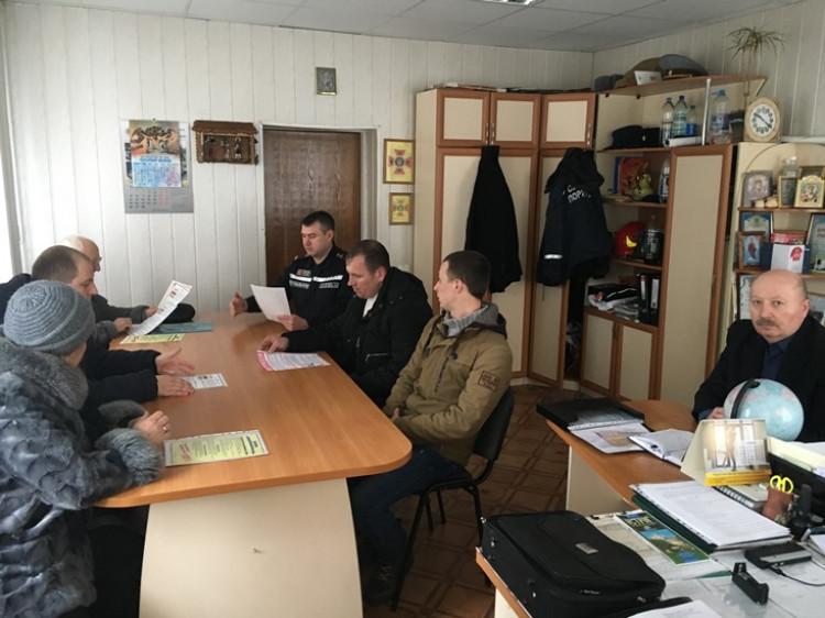 Острозькі рятувальники розповіли керівникам ОСББ про пожежну безпеку