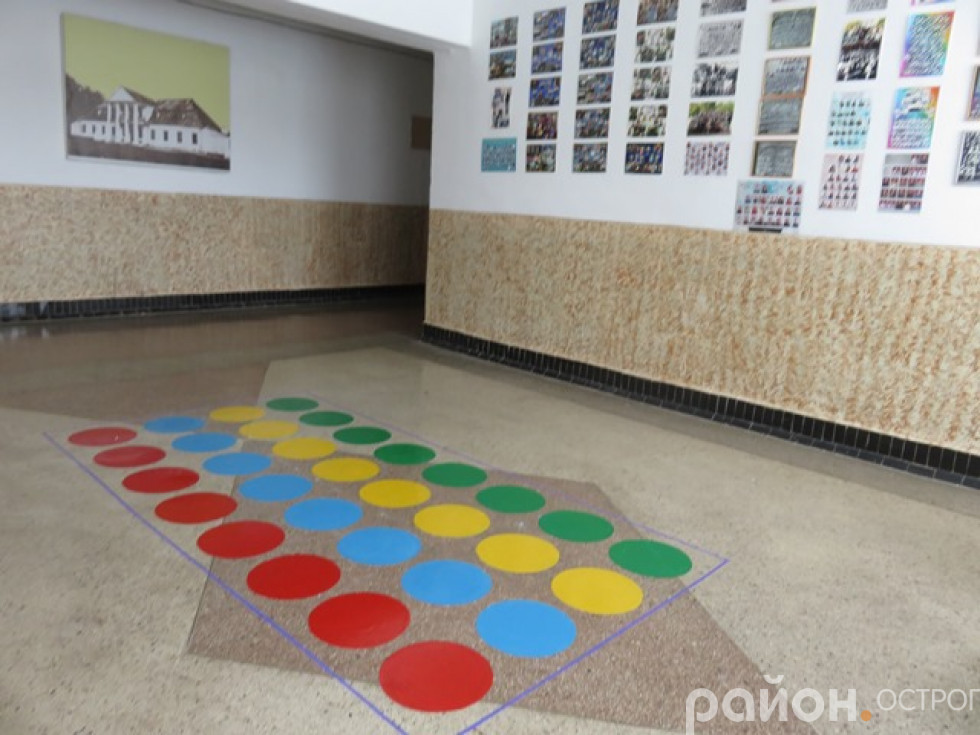 Оновлення навчального закладу вчителі розпочали із коридорів школи.