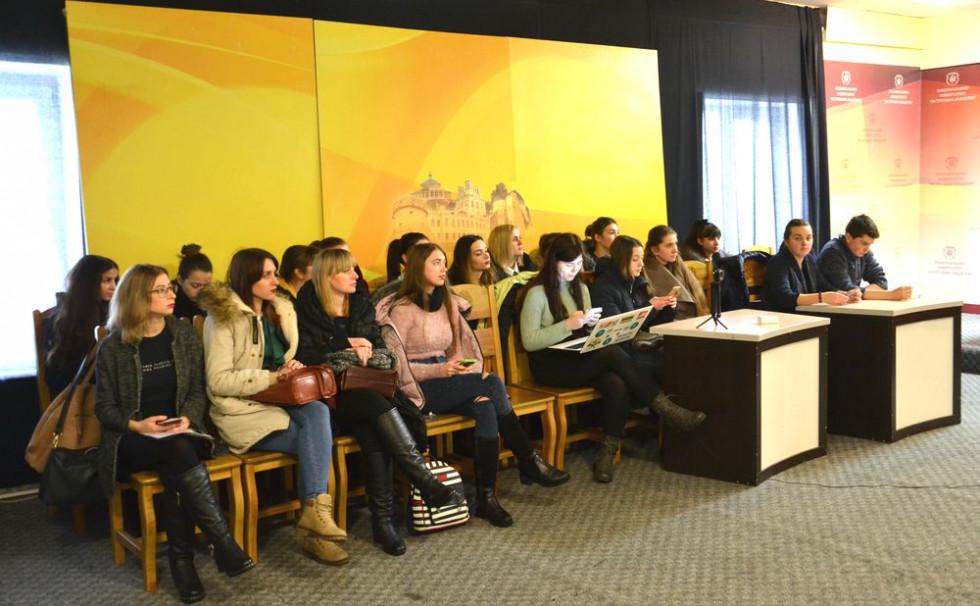 Студенти Острозької академії слухають Антона Лисенка