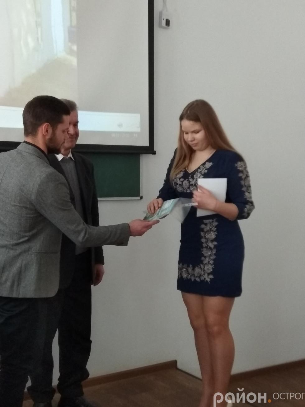 Момент нагородження учасників