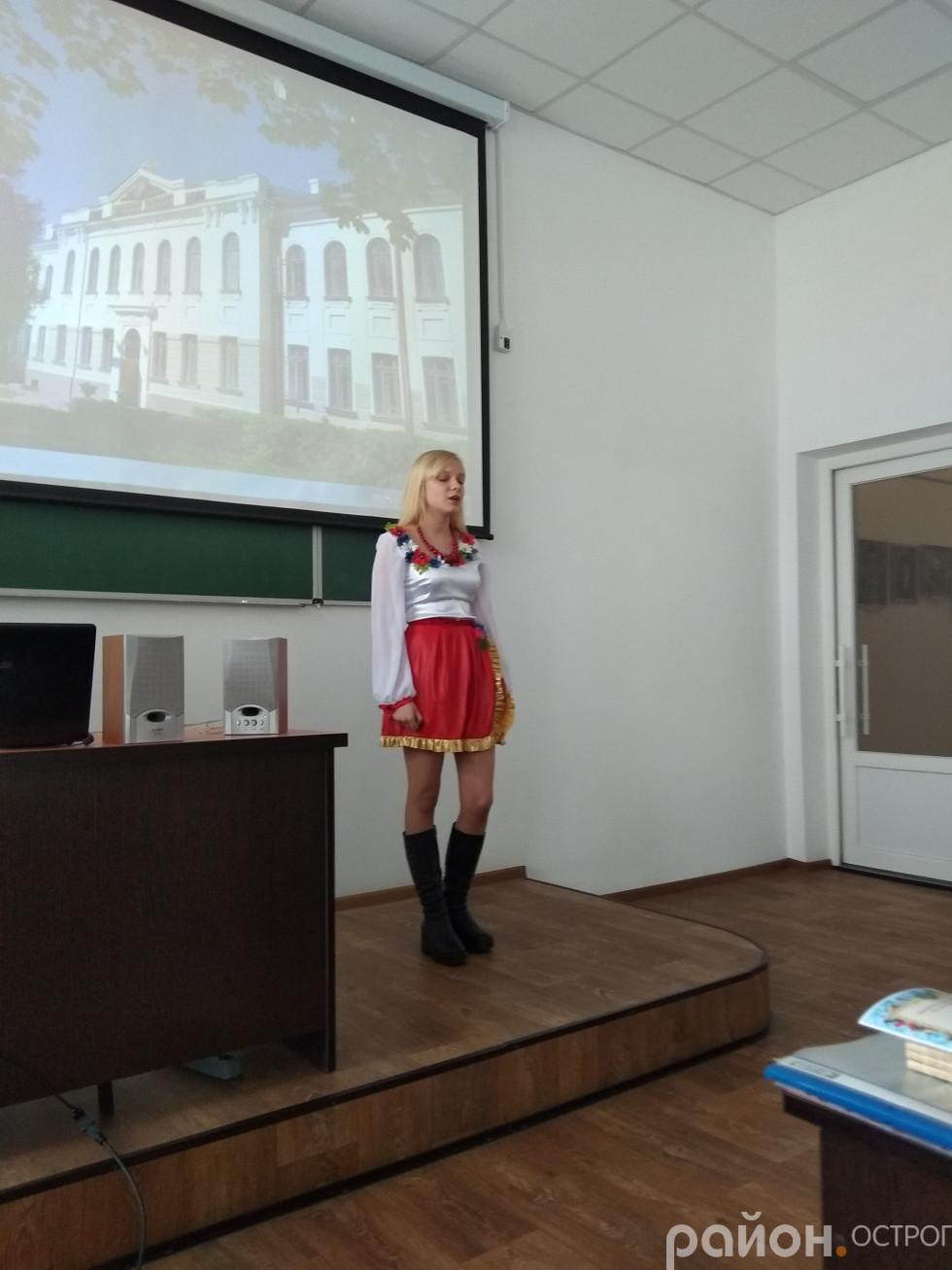 Дубінчук Марія, учениця Острозької ЗОШ №3 читає поезію