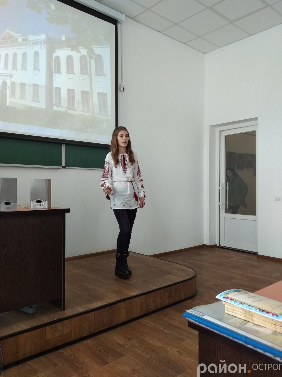 Корнійчук Анастасія, учениця Хорівської ЗОШ під час виступу
